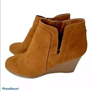 Ann Klein Sz  8 Wedge Ankle Booties Cognac Zip